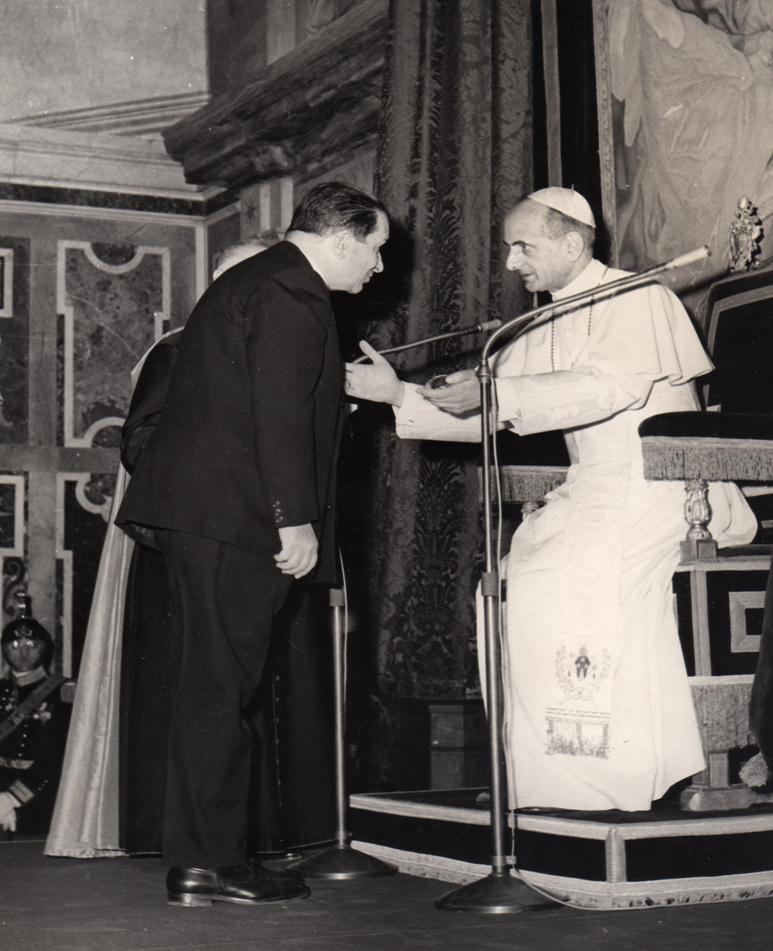 Lomonaco ricevuto da Papa Paolo VI durante il Congresso internazionale di medicina aeronautica e spaziale - Roma 1963