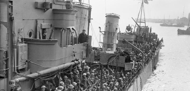 Troops_evacuated_from_Dunkirk_on_a_destroyer_about_to_berth_at_Dover,_31_May_1940._H1637